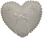 RING PILLOW HEART SHAPE W PEARLS AROUND IT (WHITE)